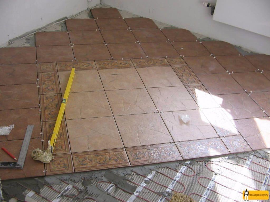 схема укладки плитки без ровных швов