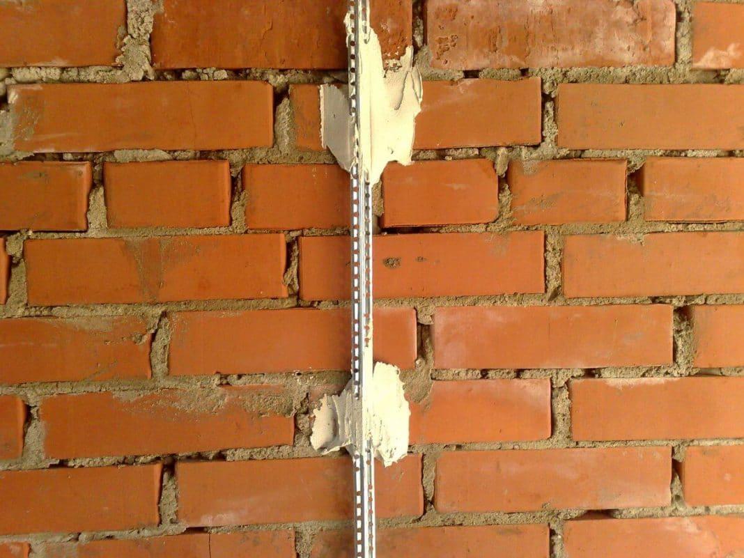 Как выровнять стены своими руками подробно 77