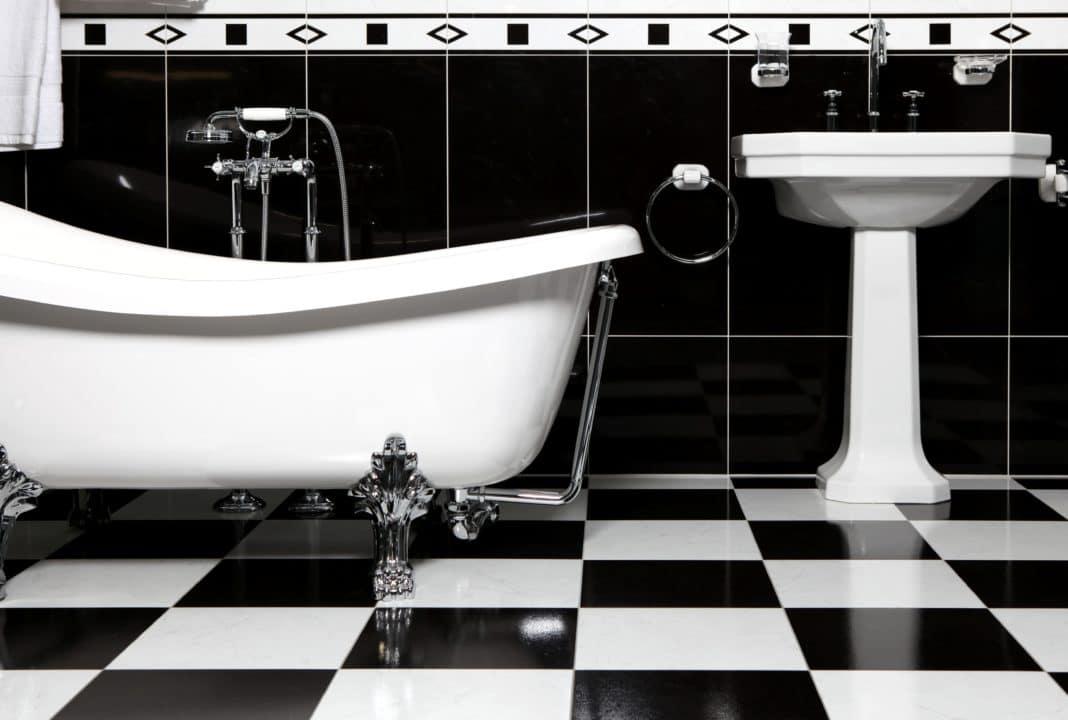 дизайн ванной комнаты черно белой плиткой