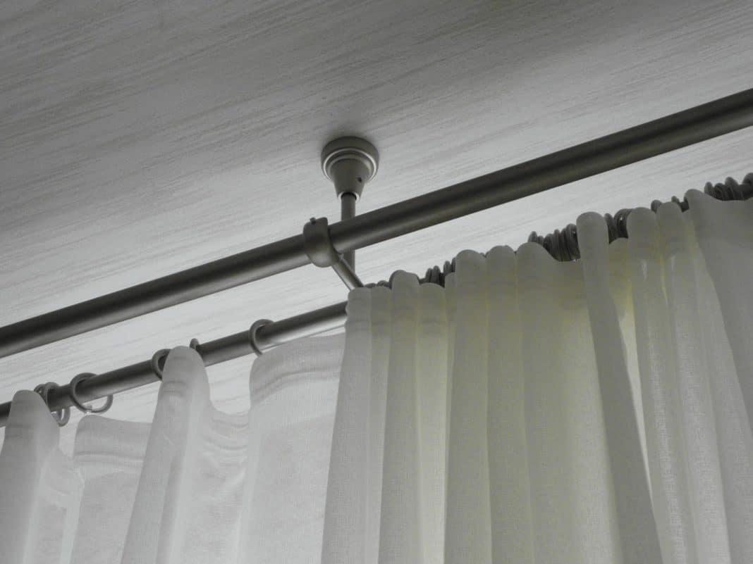 установка потолочных карнизов для штор