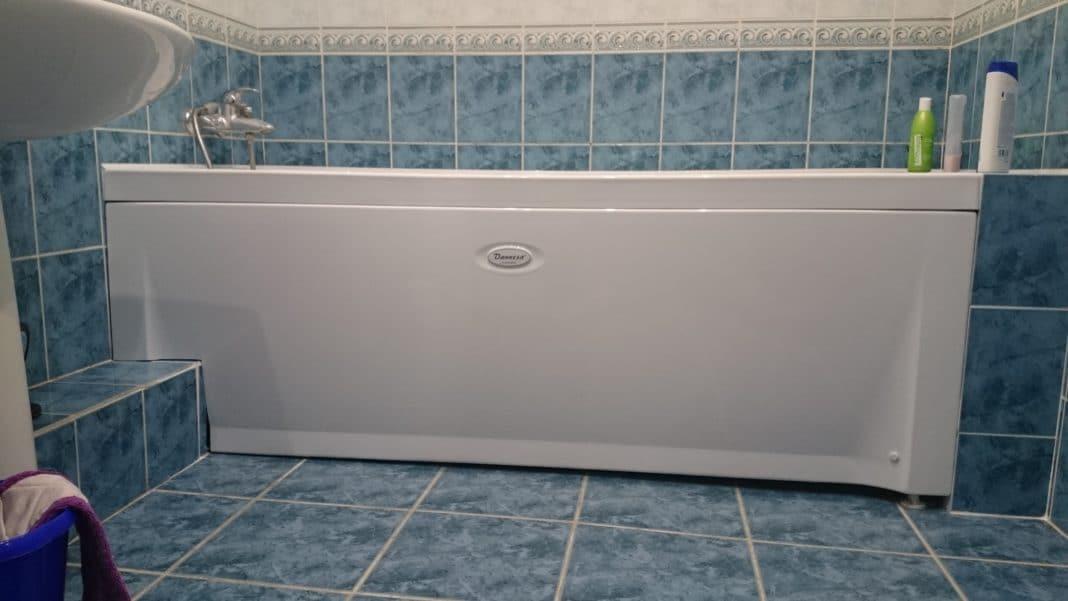 как заделать пространство под ванной