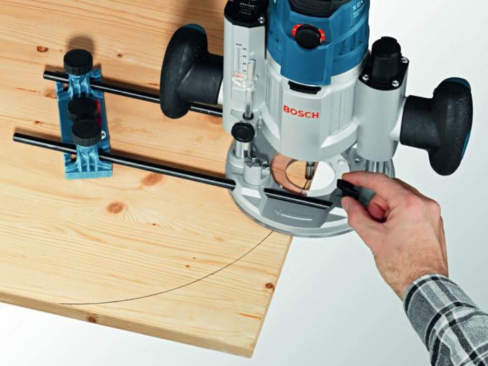 Как работать ручным фрезером по дереву видео