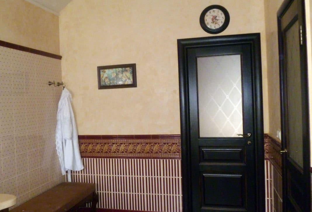 Какую дверь поставить в ванную
