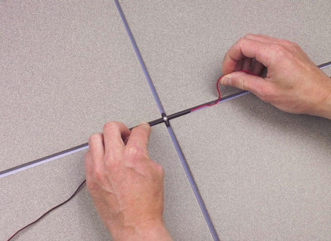 Маскировка проводки в швах керамической плитки
