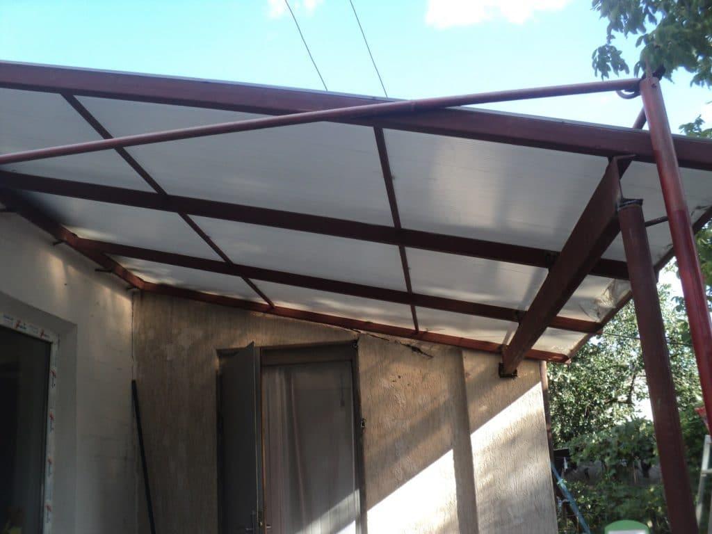 Монтаж крыши крыльца