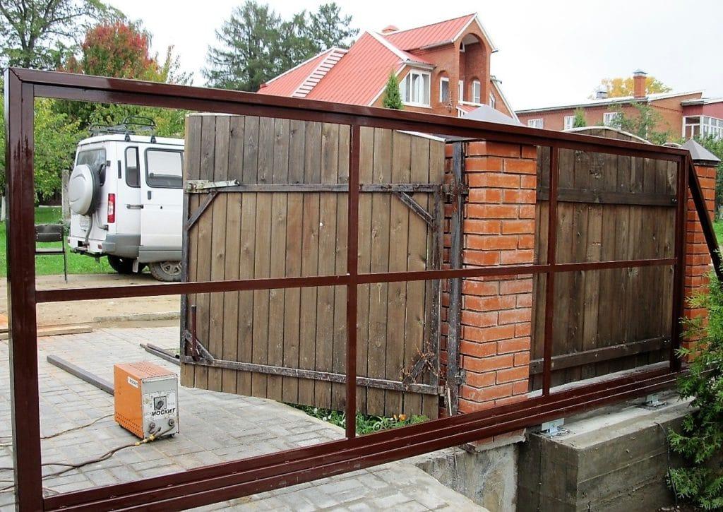 Монтаж откатных ворот с калиткой