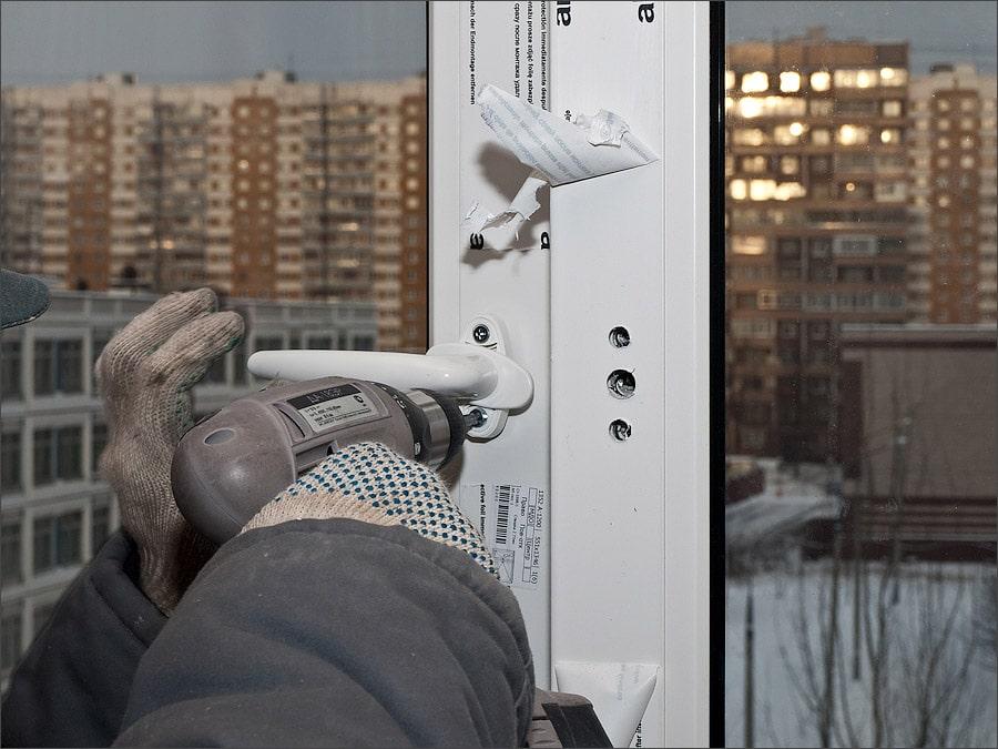 Регулировка ручки балкона