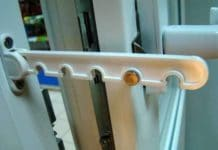 Регулировка двери балкона из пластика