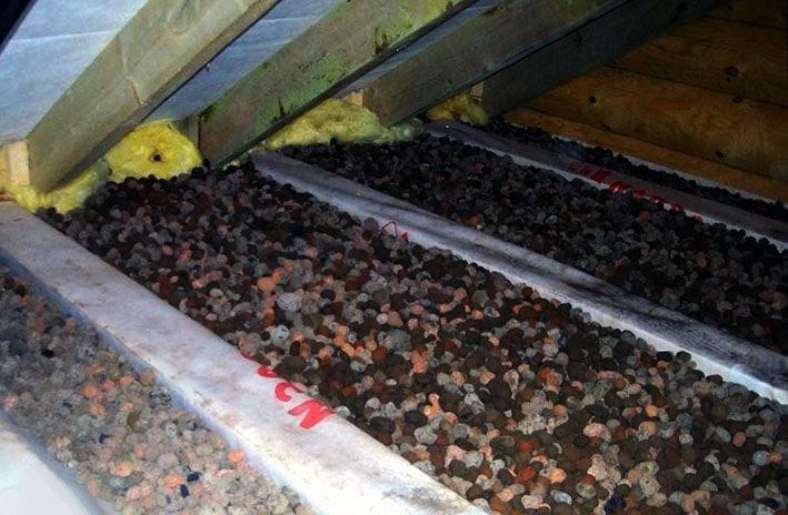 Утепление потолка гранулированным керамзитом