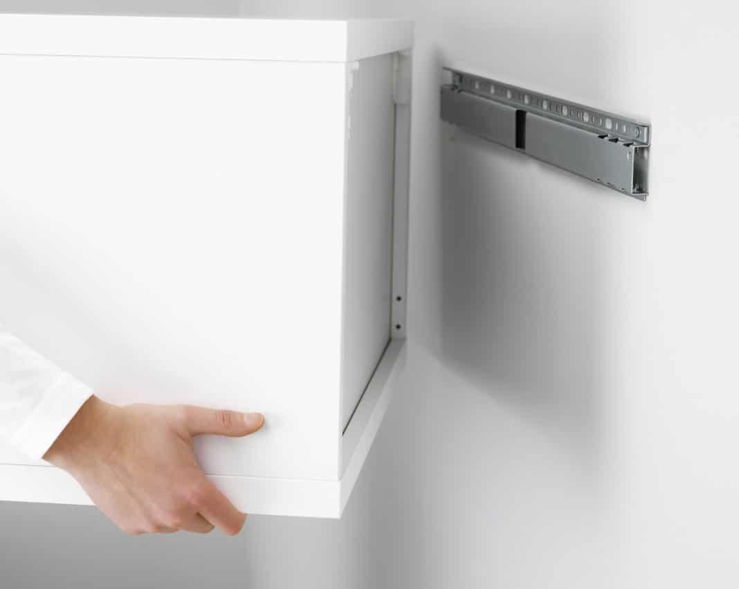 Крепление навесных шкафов к стене