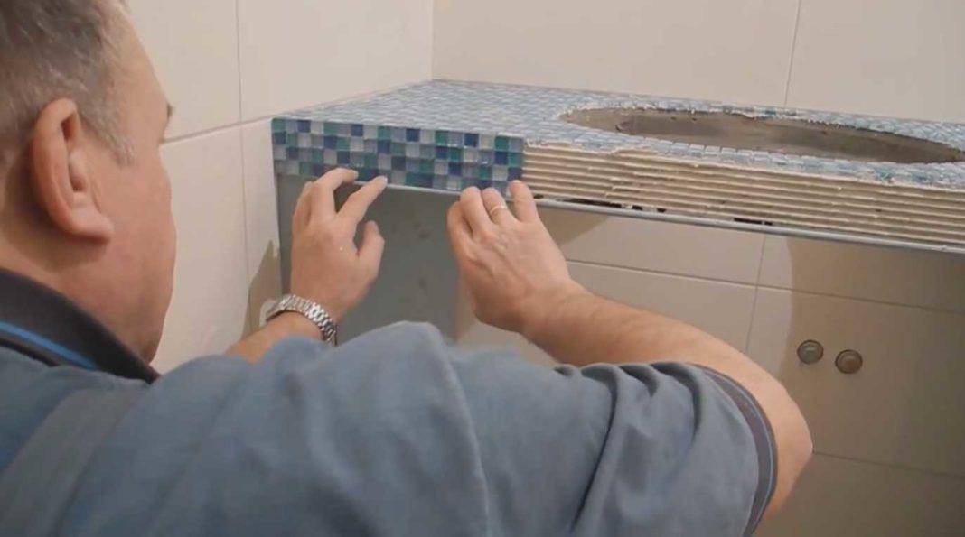 Столешница из мозаики в ванной
