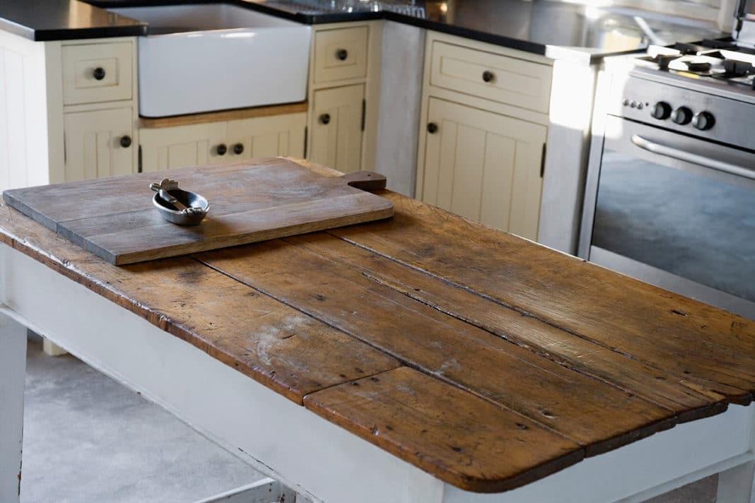 Как самостоятельно заменить столешницу на кухне?