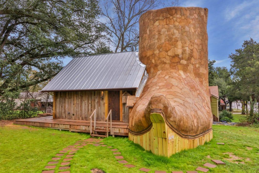 Дом-сапог в ковбойском стиле