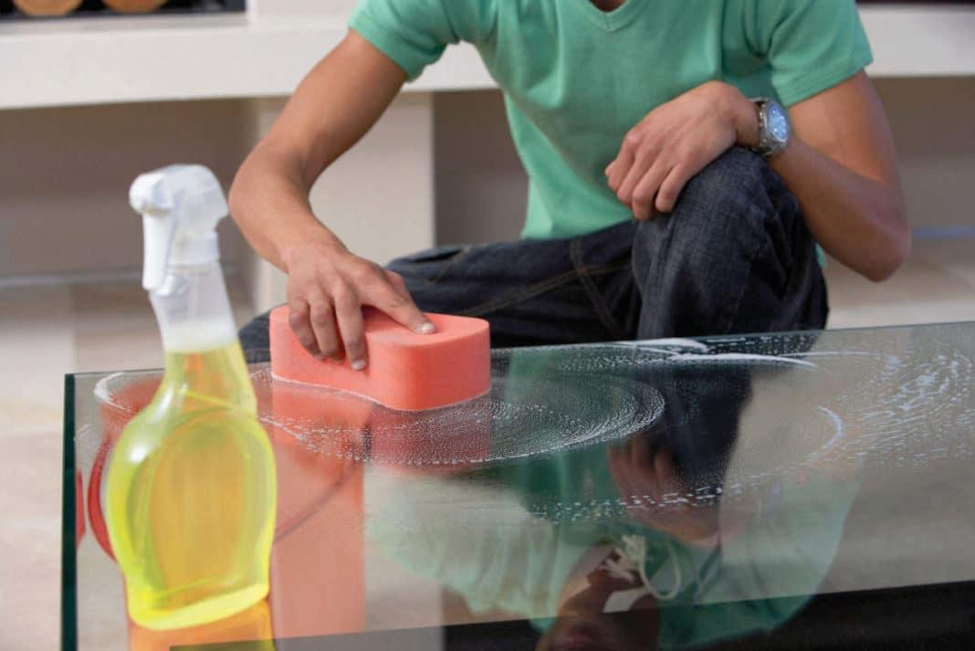 Как избавиться от глубокой царапины на стеклянном столе?