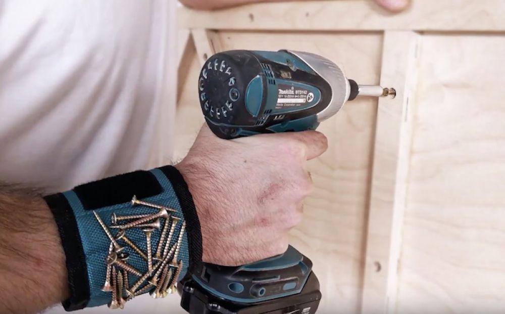 Магнитный браслет в помощь домашнему мастеру