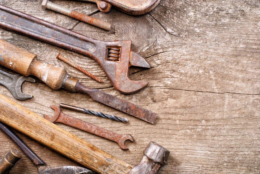 Способы очистки металлических инструментов от ржавчины и грязи