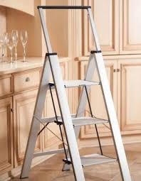 Лестницы-стремянки: виды, характеристики, применение