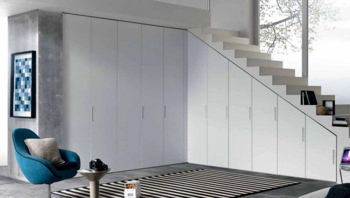 шкаф под лестницей в частном доме своими руками фото