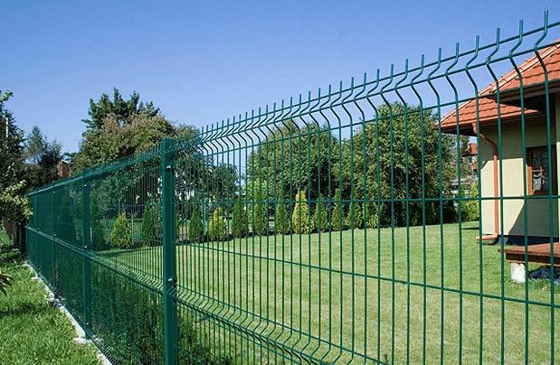 Забор из сетки – экономно и надёжно
