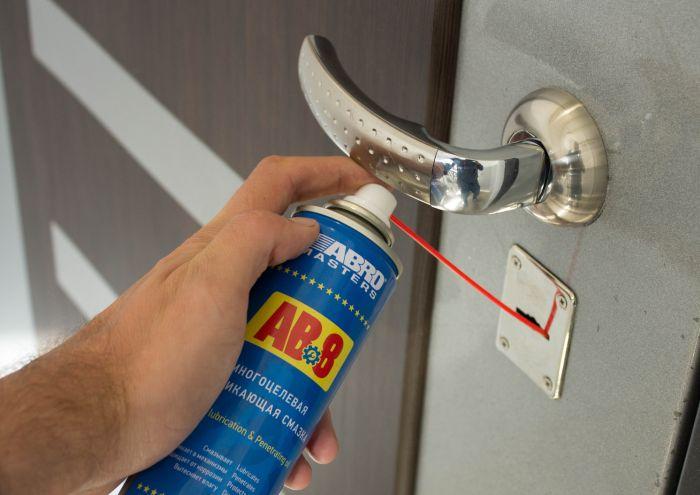смазка дверного замка для профилактики