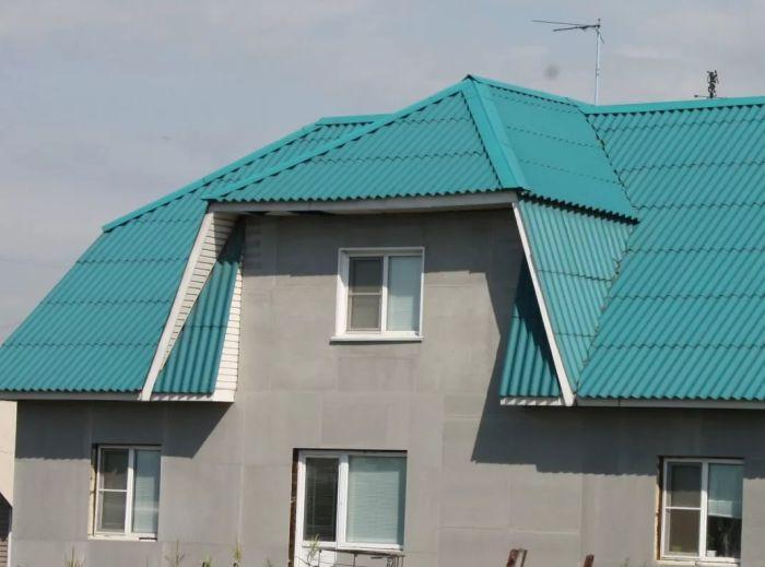 соврменный дом с шиферной кровлей