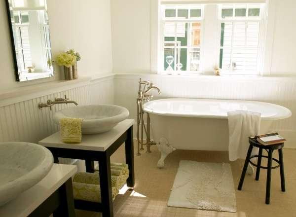 Тумба под накладную раковину в ванную - фото в интерьере