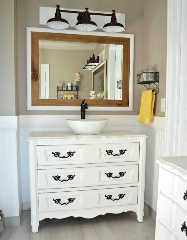 Самодельная тумба под раковину в ванной - фото в интерьере