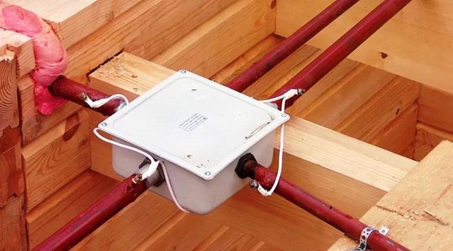 Монтаж электропроводки в деревянном доме своими руками - пошаговая инструкция