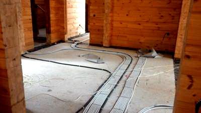 Монтаж розеток и скрытой проводки в деревянном доме.