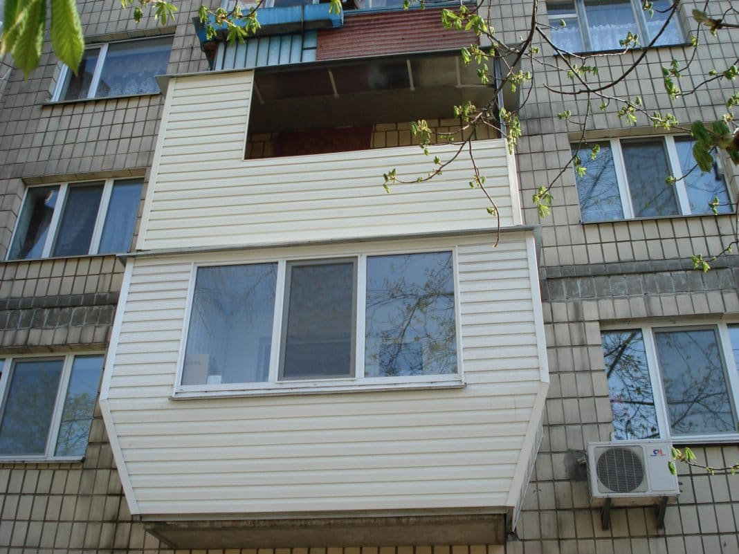 как обшить балкон внутри своими руками видео