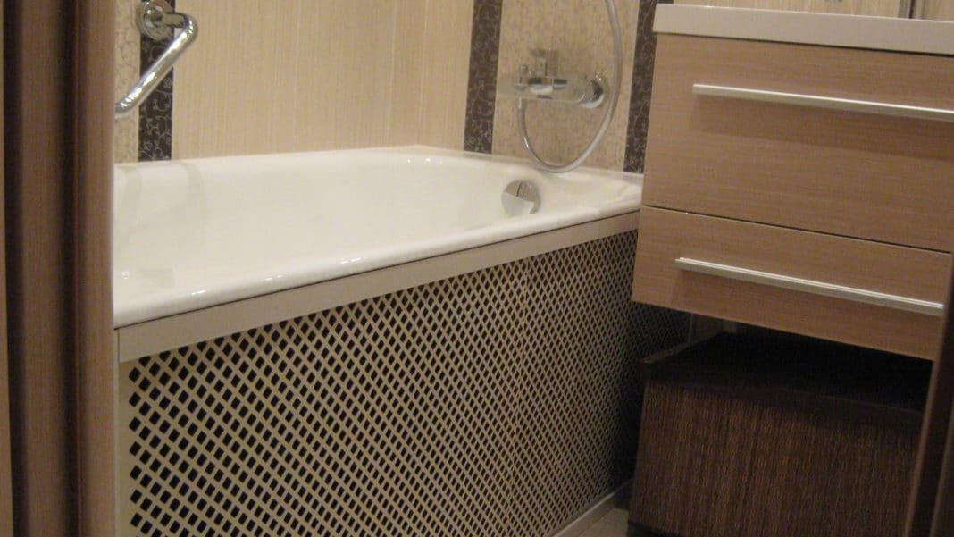 как запенить пространство под акриловой ванной