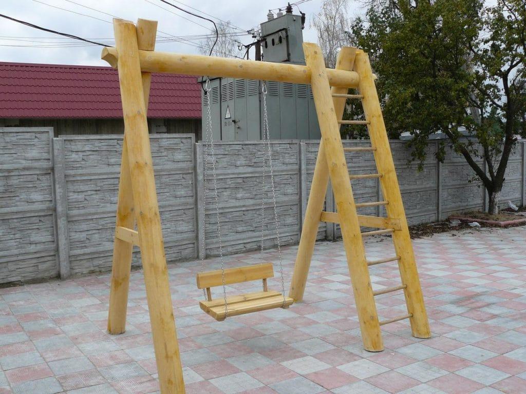 Детские деревянные качели для дачи