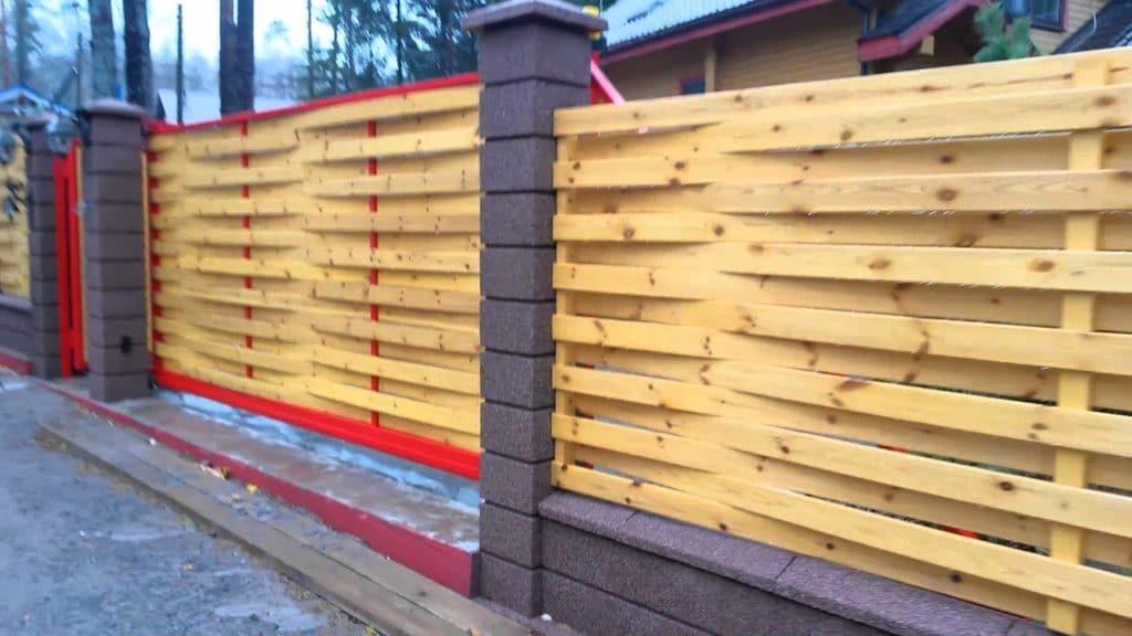 Плетёный забор из доски