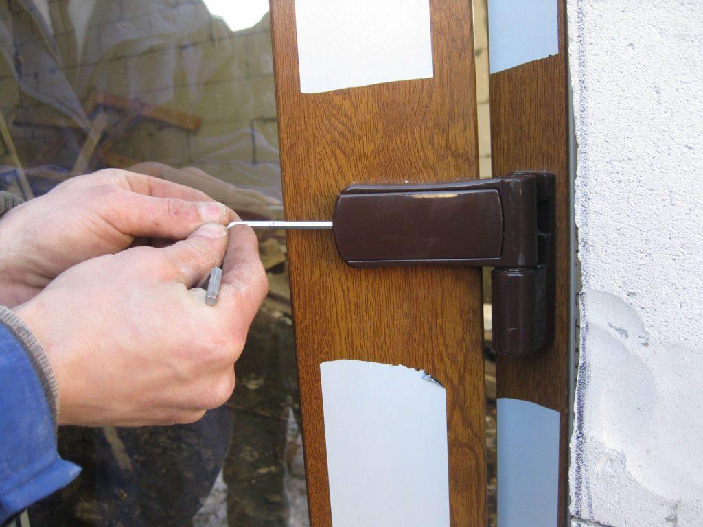 Регулировка механизмов дверей