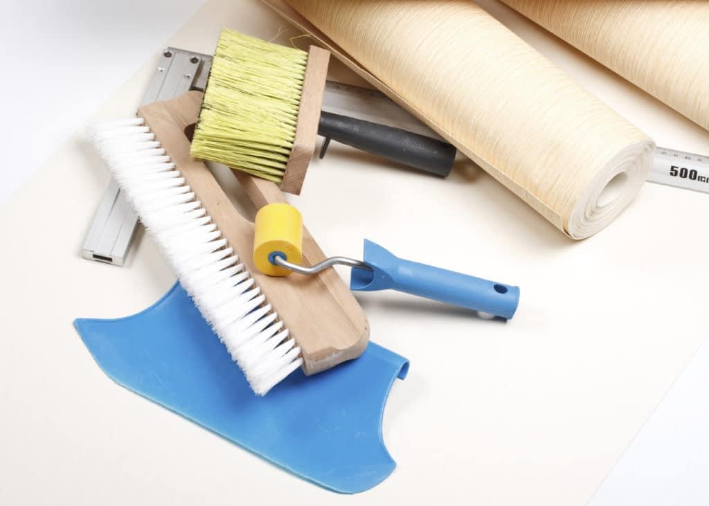 Подготовка материалов для поклейки обоев