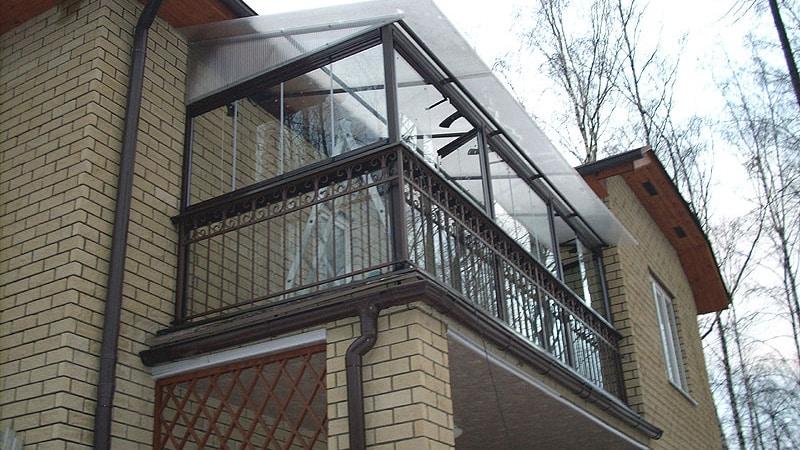 Балкон приставного типа