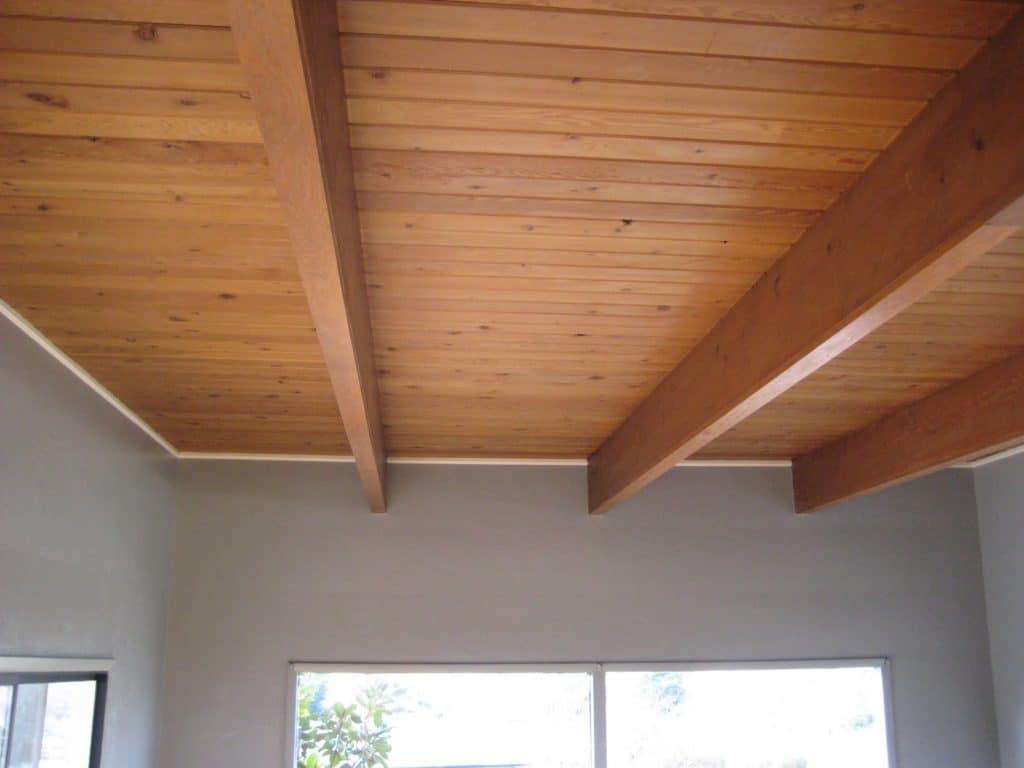 Гидроизоляцию деревянных потолков лучше делать специальными пропиточными материалами