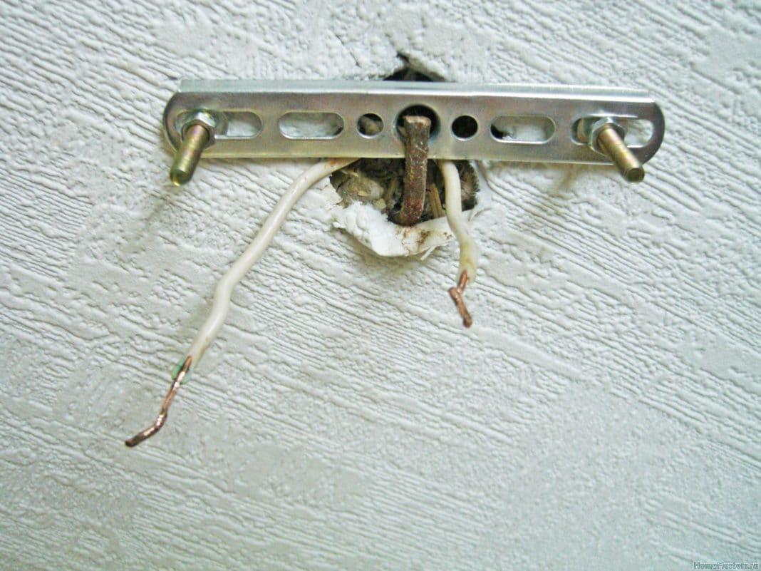 Как закрепить люстру на бетонном потолке