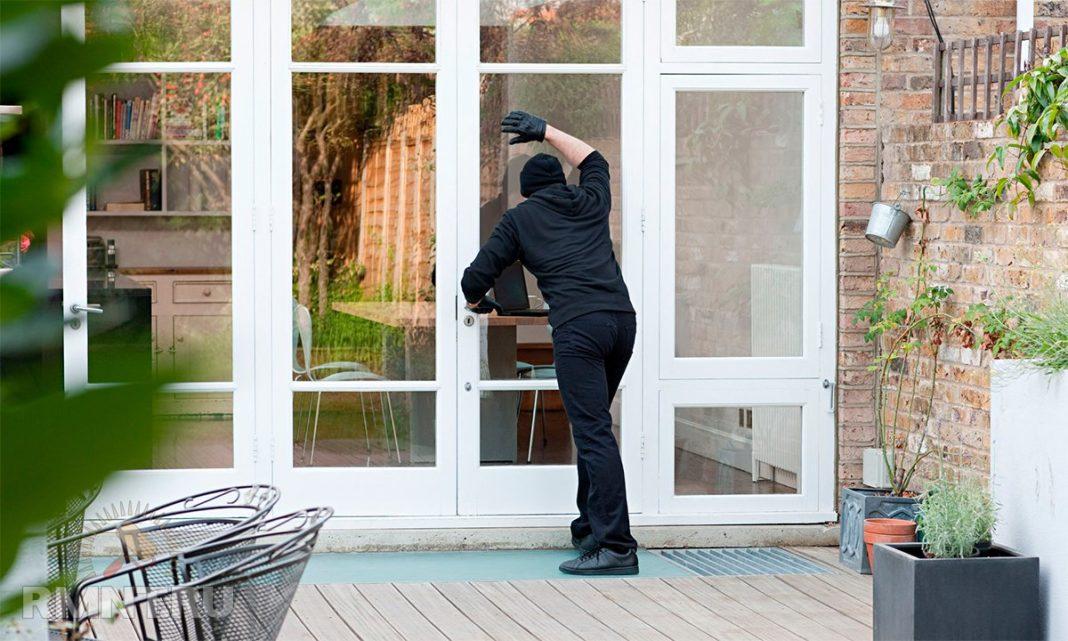 Как лучше защитить окно: решетки или бронепленка?
