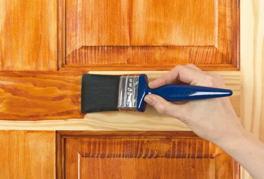 Как покрыть дверь лаком: особенности, секреты и советы