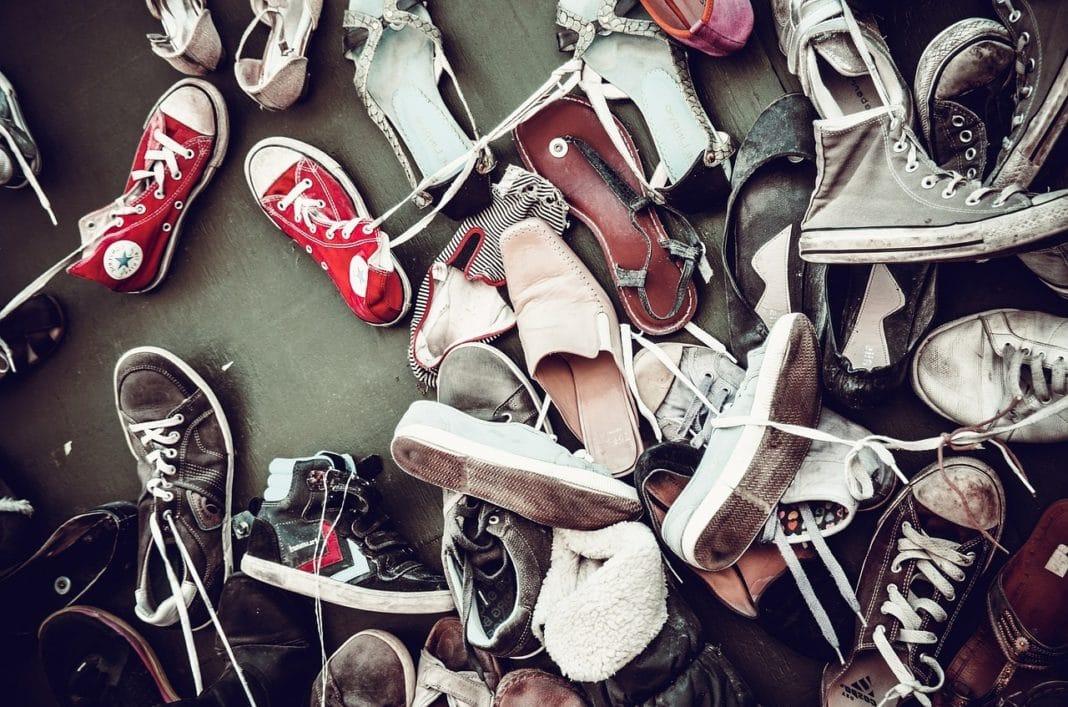 Эффективная экономия места, или куда можно деть всю разбросанную обувь?