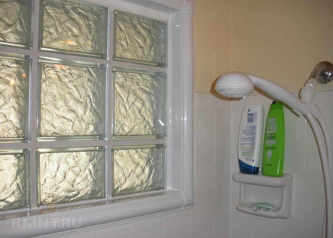 Для чего проделывали маленькое окно между кухней и ванной комнатой?