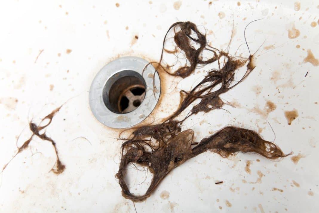 После мытья головы сильно выпадают волосы – какие причины и что нужно делать, лечение и процедуры