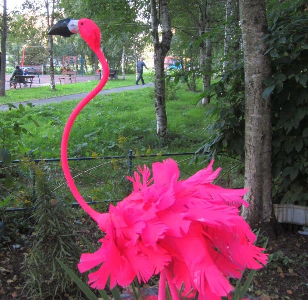 Розовый фламинго для сада: мастер-класс