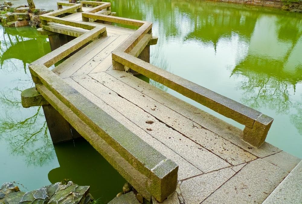мостик на даче зигзагообразный