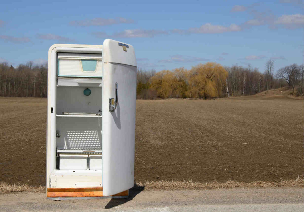 Что можно сделать со старым холодильником на даче?