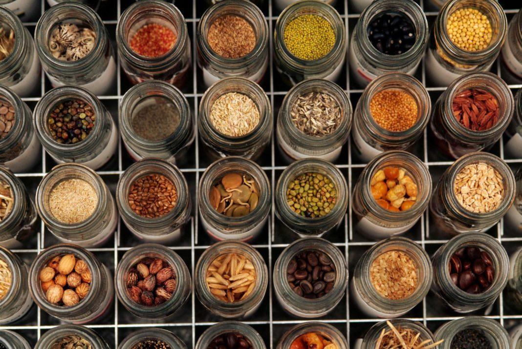 В чем удобно хранить семена?