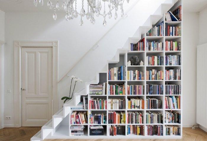 библиотека в доме под лестницей